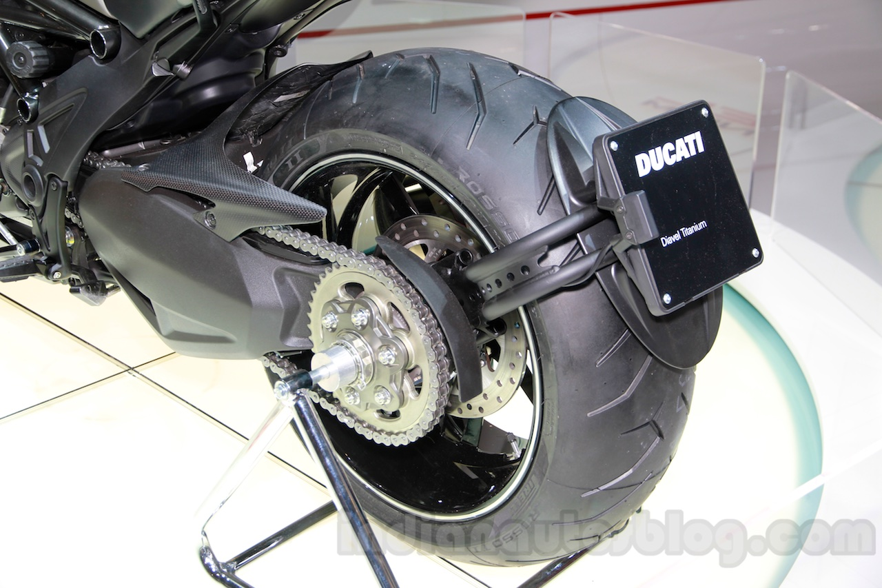 Name:  Ducati-Diavel-Titanium-rear-wheel-at-EICMA-2014.jpg Views: 43 Size:  300.8 KB
